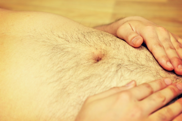 サロンやクリニックで脱毛をする男性が増えている